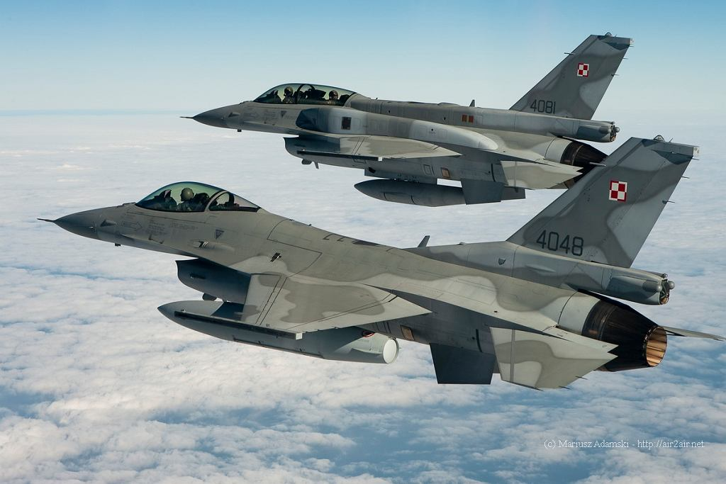 Samoloty F-16 polecą nisko nad Warszawą