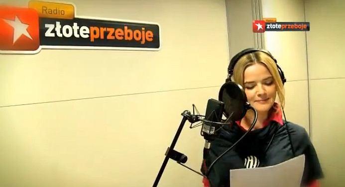Monika Richardson w studiu nagraniowym Radia Złote Przeboje.