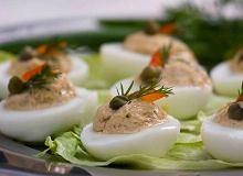 Jajka nadziewane tuńczykiem i kaparami - ugotuj