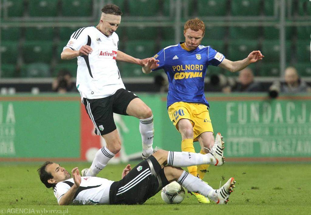 Marcin Radzewicz (z prawej) to jeden z najwszechstronniejszych piłkarzy Arki