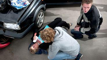 Skuteczne udzielenie pierwszej pomocy niejednokrotnie jest uzależnione od zawartości apteczki samochodowej