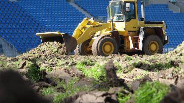 Wymiana trawy na Stadionie Miejskim w Poznaniu