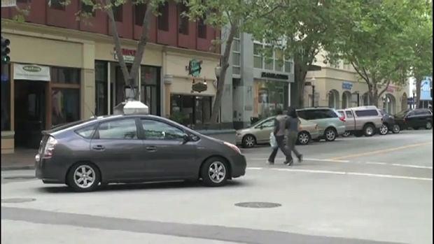 Bezzałogowy samochód Google w czasie wstępnych testów, fot. YT