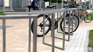 Stojaki rowerowe przy Galerii Słonecznej