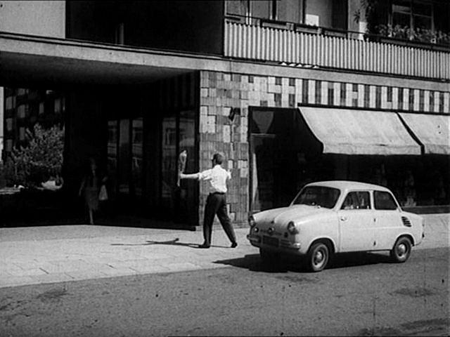 Mikrus MR 300 - kadr z filmu 'Wojna domowa'