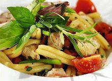 Makaron z kurczakiem i pomidorami - ugotuj