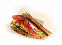 BLT (kanapka z bekonem, sałatą i pomidorem) - ugotuj