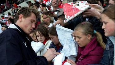 Już w środę kibice zapomnieli o wpadce Tomasza Kuszczaka. Polski bramkarz rozdawał autografy fanom.