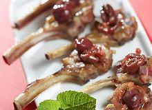 Kotleciki jagnięce z wiśniami - ugotuj
