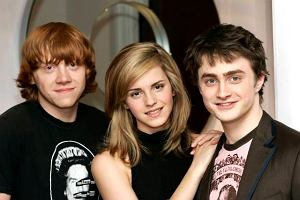 Rupert Grint, Emma Watson i Daniel Radcliffe na premierze Harrego Pottera i Zakon Feniksa, Londyn, 22 czerwca 2007. Radcliffe ma 17 lat. Publiczność zelektryzowała wiadomość, że odtwórca Harrego Pottera wystąpi nago w przedstawieniu teatralny ,,Equus'' wystawianym w Londynie.