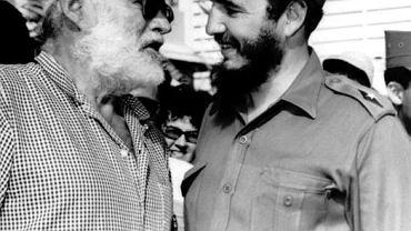 Ernest Hemingway, pisarz amerykański, i Fidel Castro w czasie wspólnego łowienia ryb