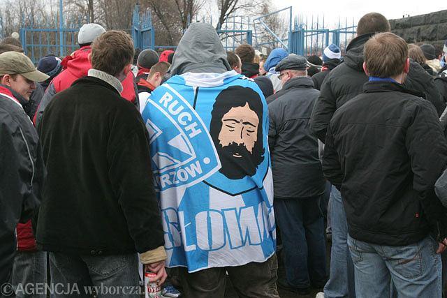Kibice Ruchu Chorzów w drodze na Stadion Śląski (rok 2007)