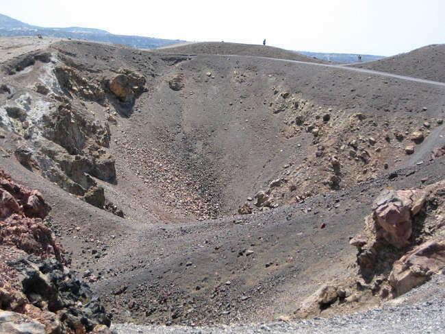 Santorini - jednym z niezapomnianych przeżyć jest podziwianie wulkanu
