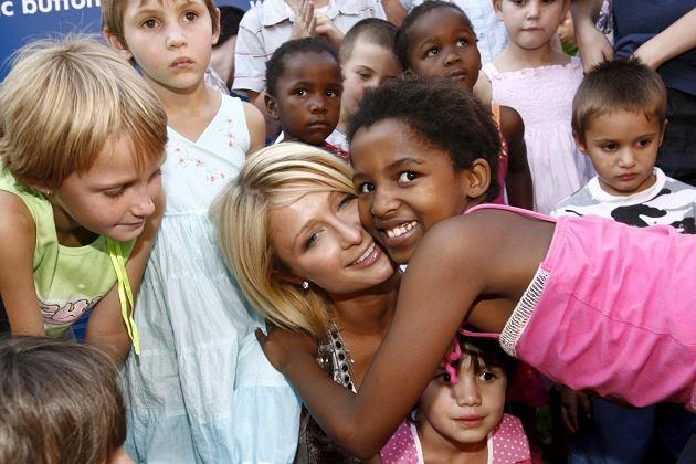 Paris Hilton w Afryce