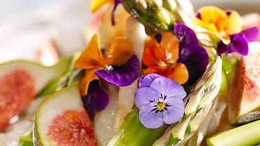 Sałatka jarzynowo-kwiatowo-owocowa