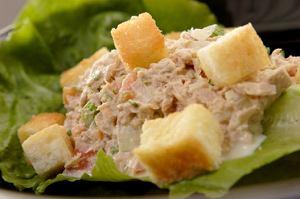 Sałatka z tuńczyka i jajek
