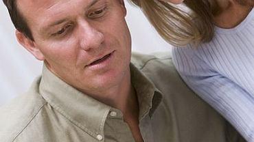 Para ogląda test ciążowy