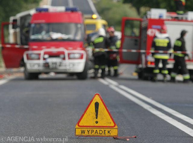 Zderzenie trzech samochodów w Nisku, jedna osoba ranna. Utrudnienia na DK 77
