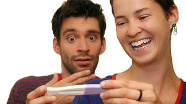 Dwie kreski na teście - reakcja na ciążę
