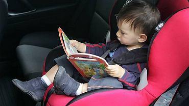 dziecko w taksówce