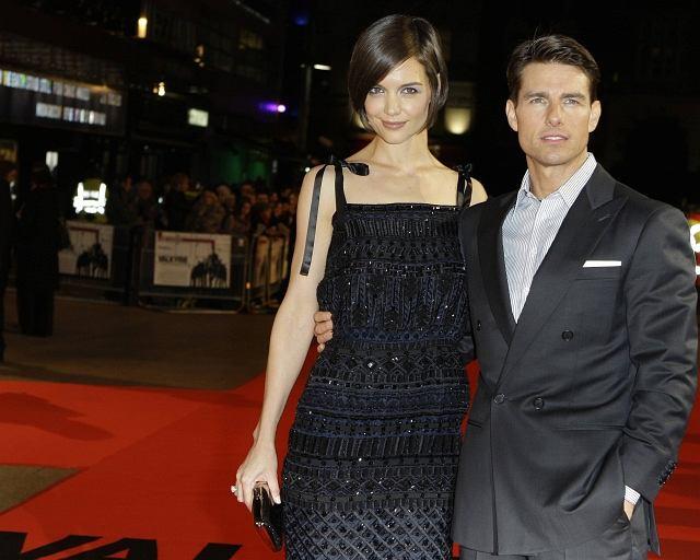 <b>Tom Cruise</b><br> Wzrost - 168 cm. Nosi buty z wyższą podeszwą, swojej żonie zabrania kupowania szpilek. Poprzednia partnerka Nicole Kidman założyła buty na obcasie dopiero po rozwodzie