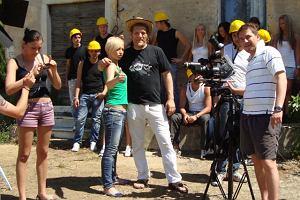 Piosenkarka i aktorka Monika Jarosińska ostatnie tygodnie spędziła w słonecznej Toskanii, gdzie poprowadziła nowe międzynarodowe rality show, w którym to uczestnicy mają za zadanie wybudowanie domu.