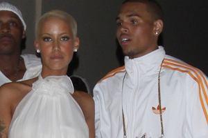 Jeszcze niedawno Amber Rose dumnie paradowała u boku Kayne Westa, a tu taka niespodzianka. Jej nowym facetem jest nie kto inny jak Chris Brown. I tak Rihanna jest lepsza.