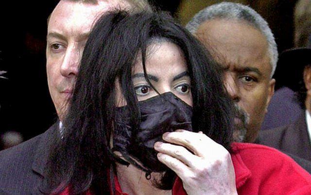 Znak rozpoznawczy Jacksona? Ochronna czarna maska.