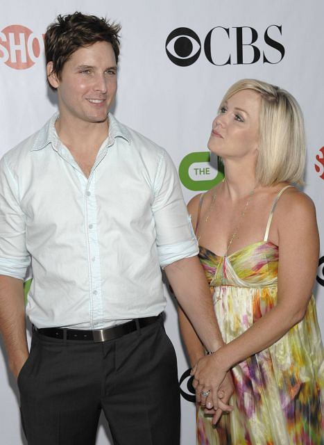 Actress Jennie Garth, right, and actor Peter Facinelli arrive at the CBS CW Showtime Summer press tour party in San Marino, Calif. on Monday, Aug. 3, 2009. (AP Photo/Dan Steinberg)