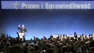 Jarosław Kaczyński przemawia do członków PiS na kongresie partii