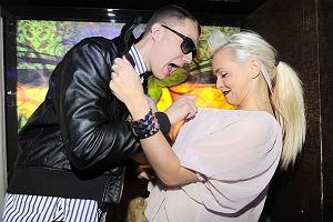 Lemoniada to nowy warszawski klub, którego właścicielem jest DJ Adamus. Zobaczcie, kto wpadł na otwarcie tego miejsca. Na zdjęciu Mrozu i Candy Girl.