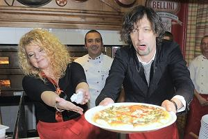 Nowa włoska restauracja i darmowe jedzenie. Nic więc dziwnego, że gwiazdy chętnie zjawiły się otwarciu Trattorii Bellini - nowej restauracji Magdy Gessler.