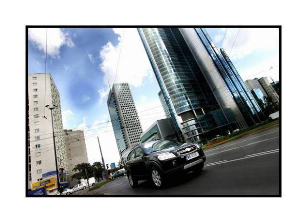 Warszawa. Samochod klasy SUV Chevrolet Capitva LT 3.2