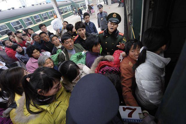 Tłok w pociągach nie jest niczym nowym dla Chińczyków. Fot.REUTERS/JIANAN YU