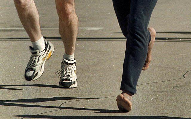 Biegając boso, inaczej rozkładamy ciężar ciała