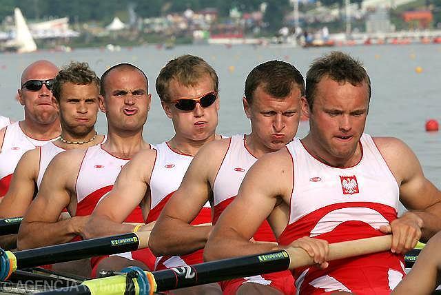 Mikołaj Burda (trzeci z lewej)