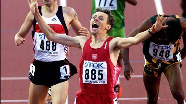 Paweł Czapiewski cieszy się ze zdobycia brązowego medalu na MŚ w Edmonton