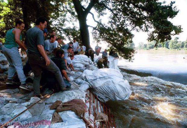 Wrocławianie walczą z powodzią
