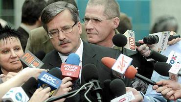 Bronisław Komorowski rozmawia z dziennikarzami