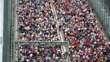 Czy na niedzielnych biegach będzie aż tak tłumnie? Miejmy nadzieję. Na zdjęciu maratończycy w Nowym Jorku, 01.11.2009