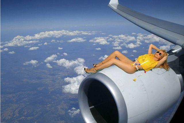 Stewardesy w ramach protestu opublikowały ''rozbierany'' kalendarz Fot. REUTERS/HO