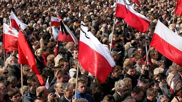 Zebrani na placu Piłsudskiego