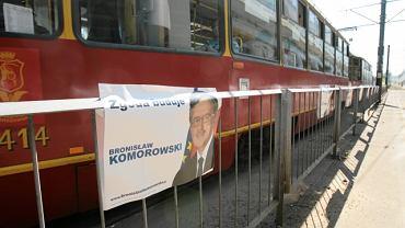 Nielegalne plakaty Bronisława Komorowskiego zawisły na rondzie Starzyńskiego