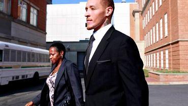 Delonte West z matką po wyjściu z sądu