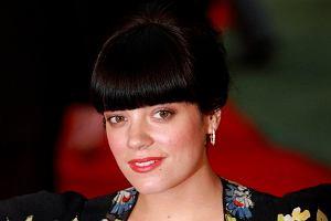 Informacje na temat ciąży Lily Allen pojawiły się na początku sierpnia. U piosenkarki już widać brzuszek. Brytyjka w etnicznej sukience pojawiła się na londyńskiej premierze filmu Tamara Drewe.