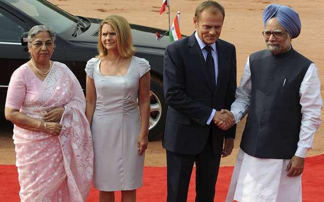 Premier Donald Tusk wraz z żoną reprezentowali nasz kraj w Indiach. Obydwoje prezentowali się bardzo elegancko. Naszą uwagę przykuła jednak kreacja pani Małgorzaty.