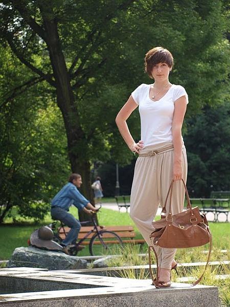t-shirt - h&m, baggy pants - h&m (a propos baggy pants, perfect outfit - klik), bag - atmosphere, belt - c&a