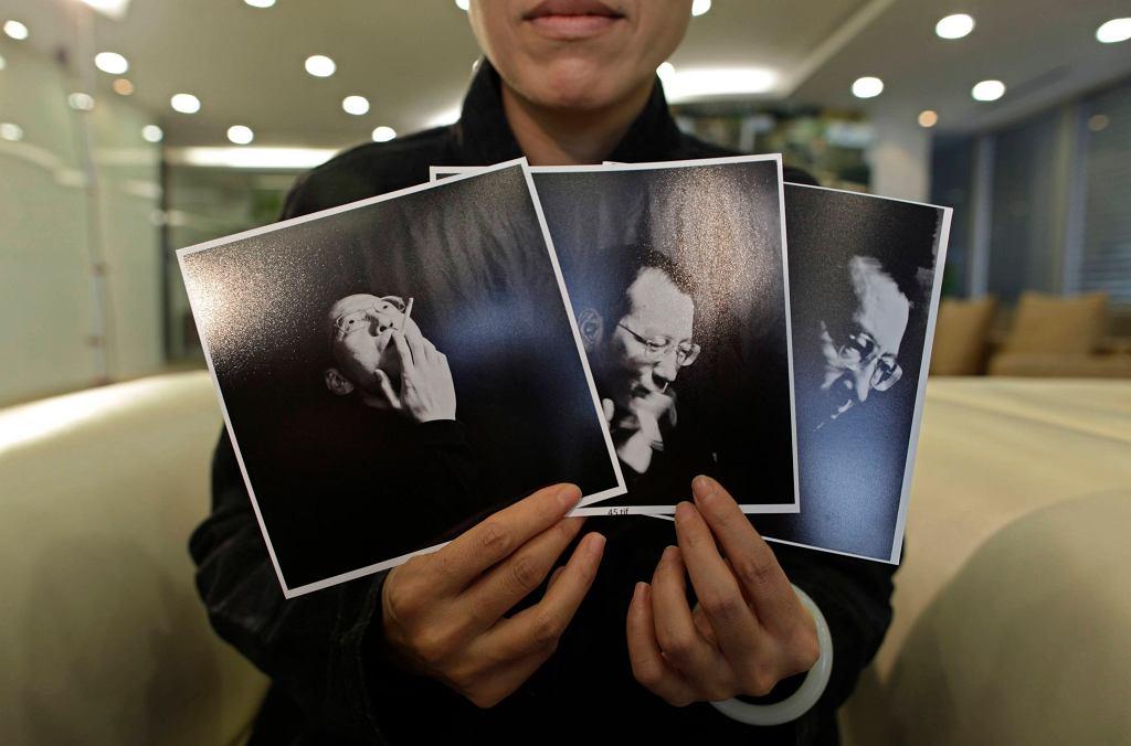 Żona Liu Xiaobo, Xia trzyma zdjęcia męża