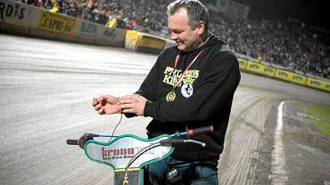 Piotr Żyto podczas wielkiej fety zorganizowanej przez klub dla kibiców z okazji złotego medalu mistrza Polski na żużlu w sezonie 2009