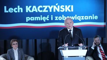 Jarosław Kaczyński podczas konferencji ''Lech Kaczyński: pamięć i zobowiązanie''